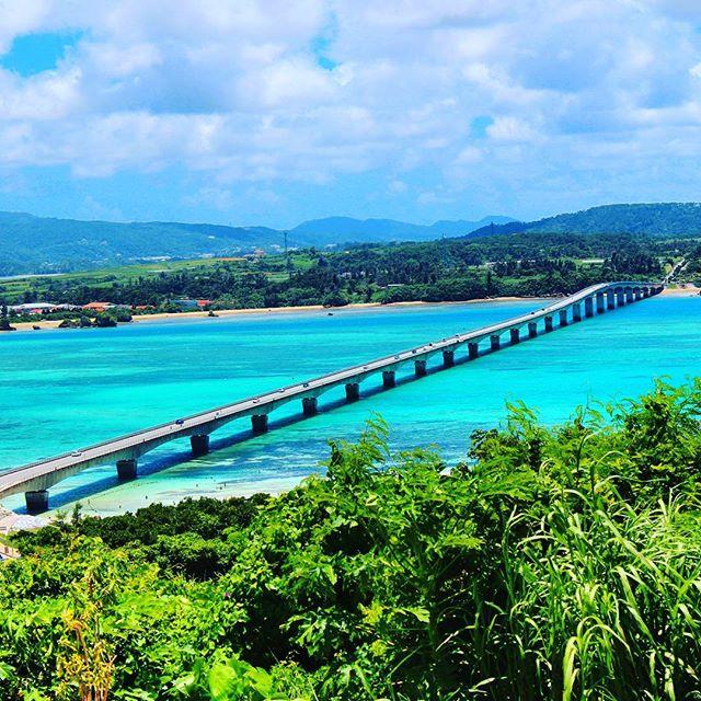 当スパから車で30分ほどのところにある人気の島、古宇利島島に一直線に掛かる橋の両サイドには、息を飲むほど美しい海が広がりますここを渡る時だけは、のろのろ運転でも怒られませんよ#沖縄#今帰仁村#古宇利島#北部#スパ#タラソ#海#ビーチ#リゾート#癒し#リラックス#okinawa#kourijima#spa#thalasso#sea#ocean#beach#happy#beauty#relax#summer#vacation#vacance#resort#trip